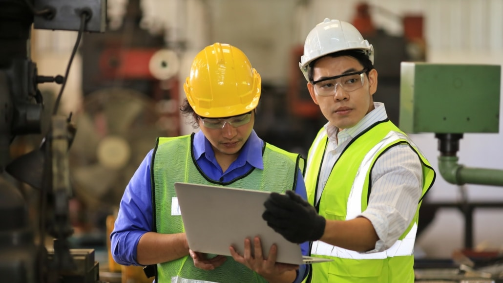Asian,Engineering,Manager,And,Mechanic,Worker,In,Safety,Hard,Hat